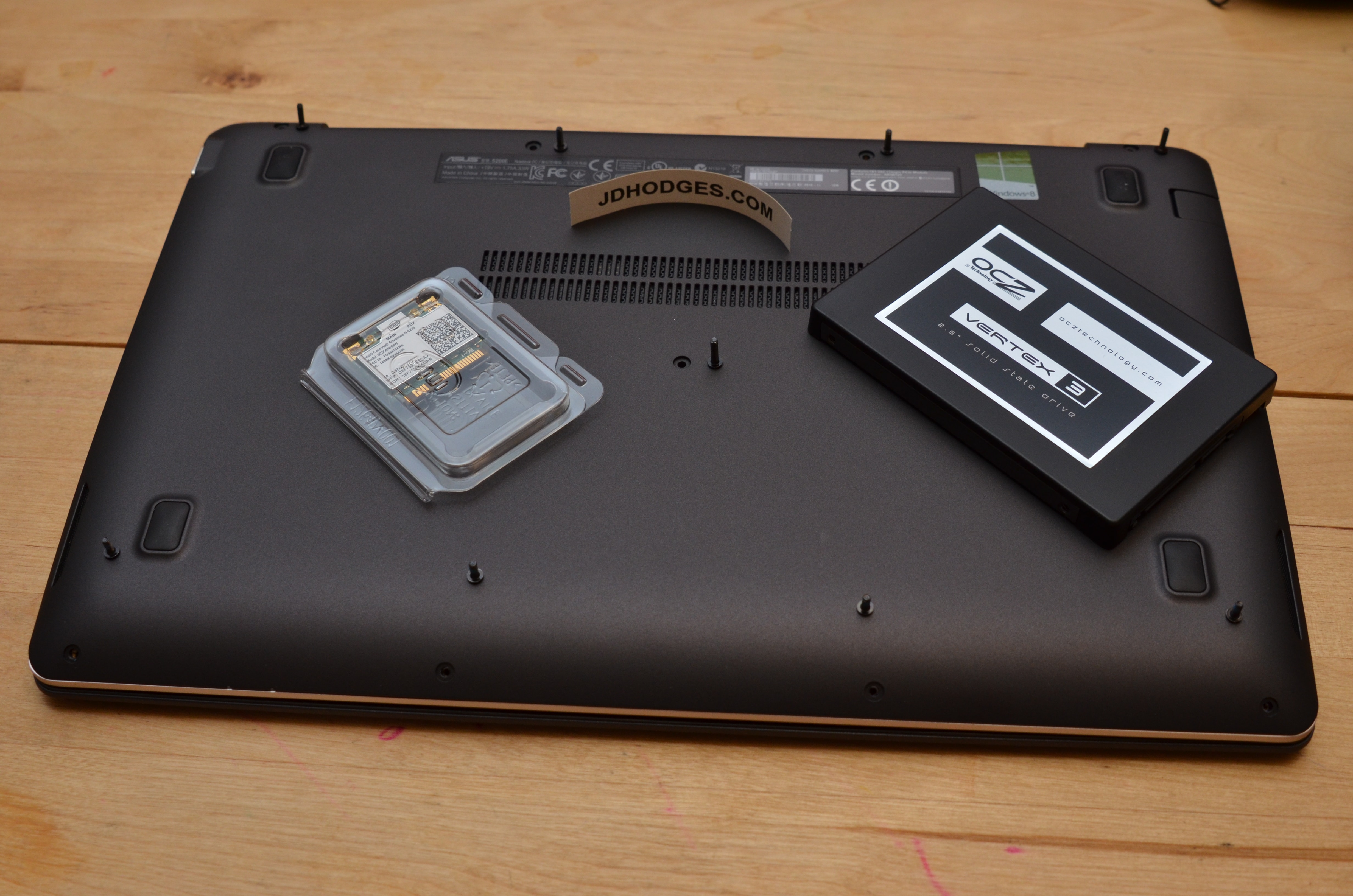 How to Remove Battery Asus S200E