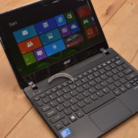 Acer AO756 showing the Windows 8 start screen
